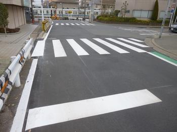 塚田横断歩道補修.JPG